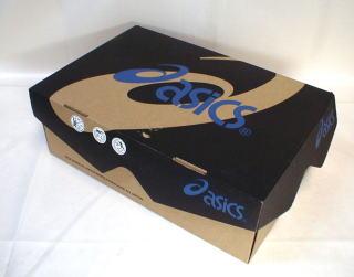 靴を入れる箱(写真は、靴の純正の箱)